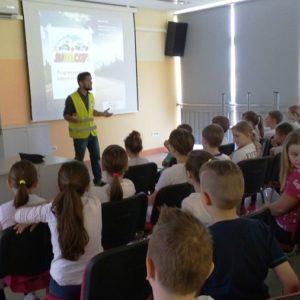 LokalnaHrvatska.hr Dugo Selo Jumicar u Os »Ivan Benkovic«: Na zabavan i edukativan nacin o sigurnosti u cestovnom prometu